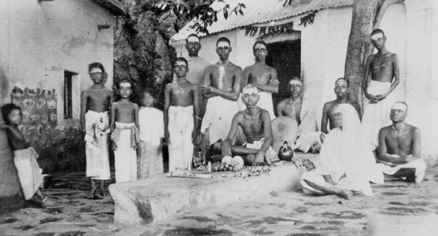 Sri-Bhagavan-at-Skandashram-with-Devotees.b